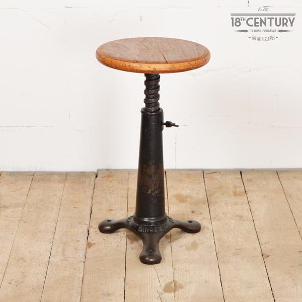 Wonderbaarlijk Singer Kruk - Industriële en robuuste meubels, verlichting en UC-16
